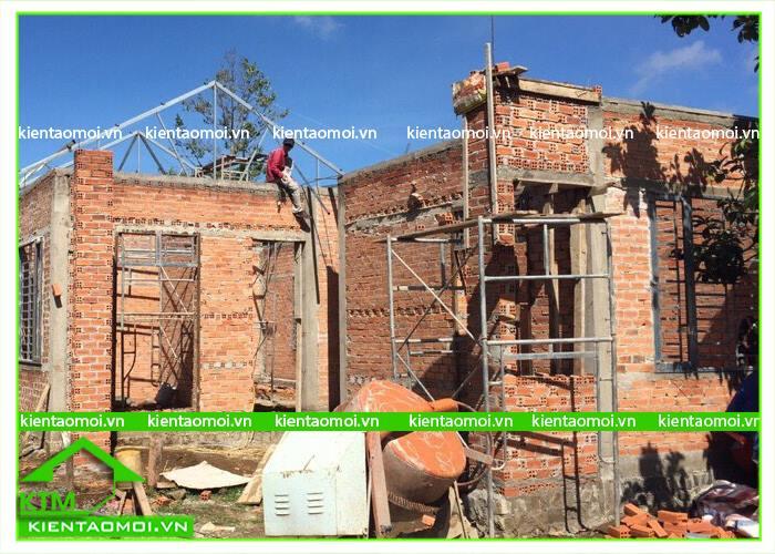 Phần khung xương và tường gạch nhà anh Lâm